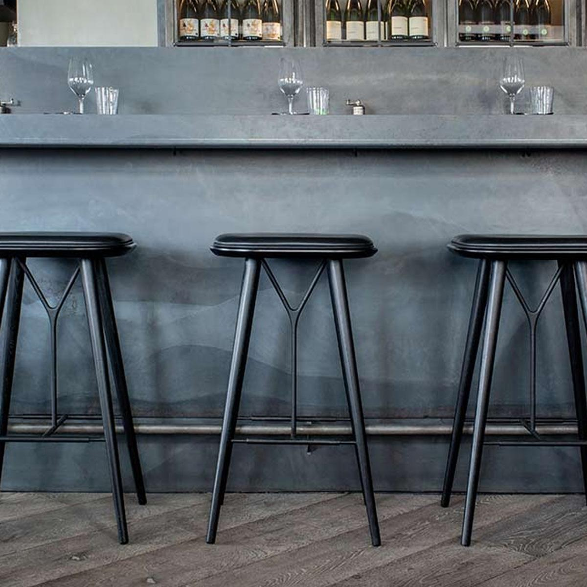 1200_0000_Spine-Stool-Insitu-Black-1200