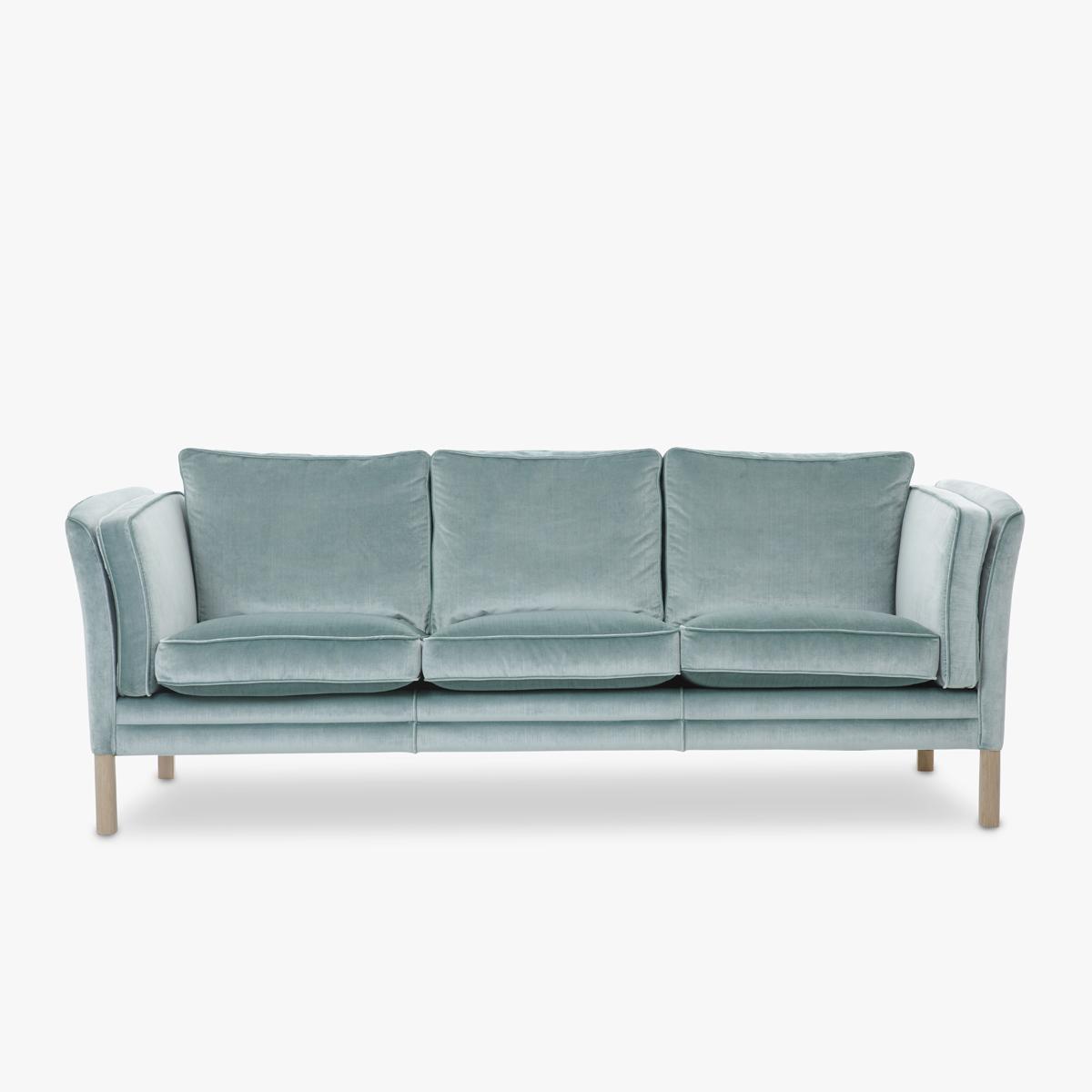 Charming Klassik Sofa Fabric Velvet Front 1200