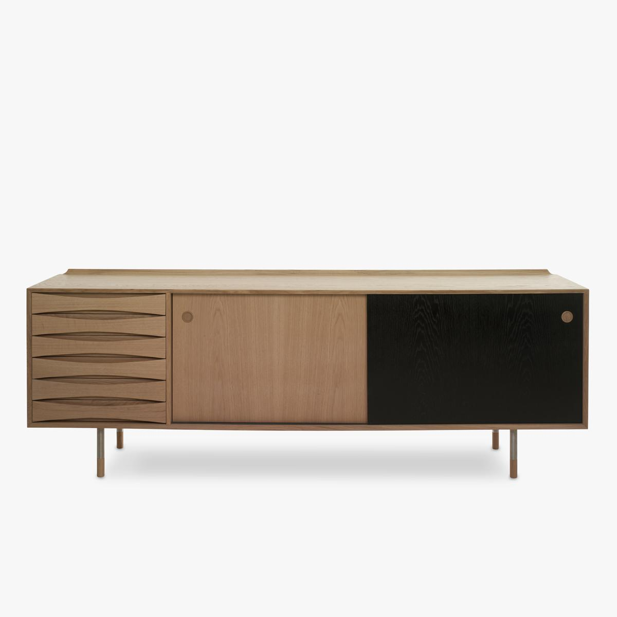 Vodder-26-Sideboard-Oak-Black-Door-Closed-1200