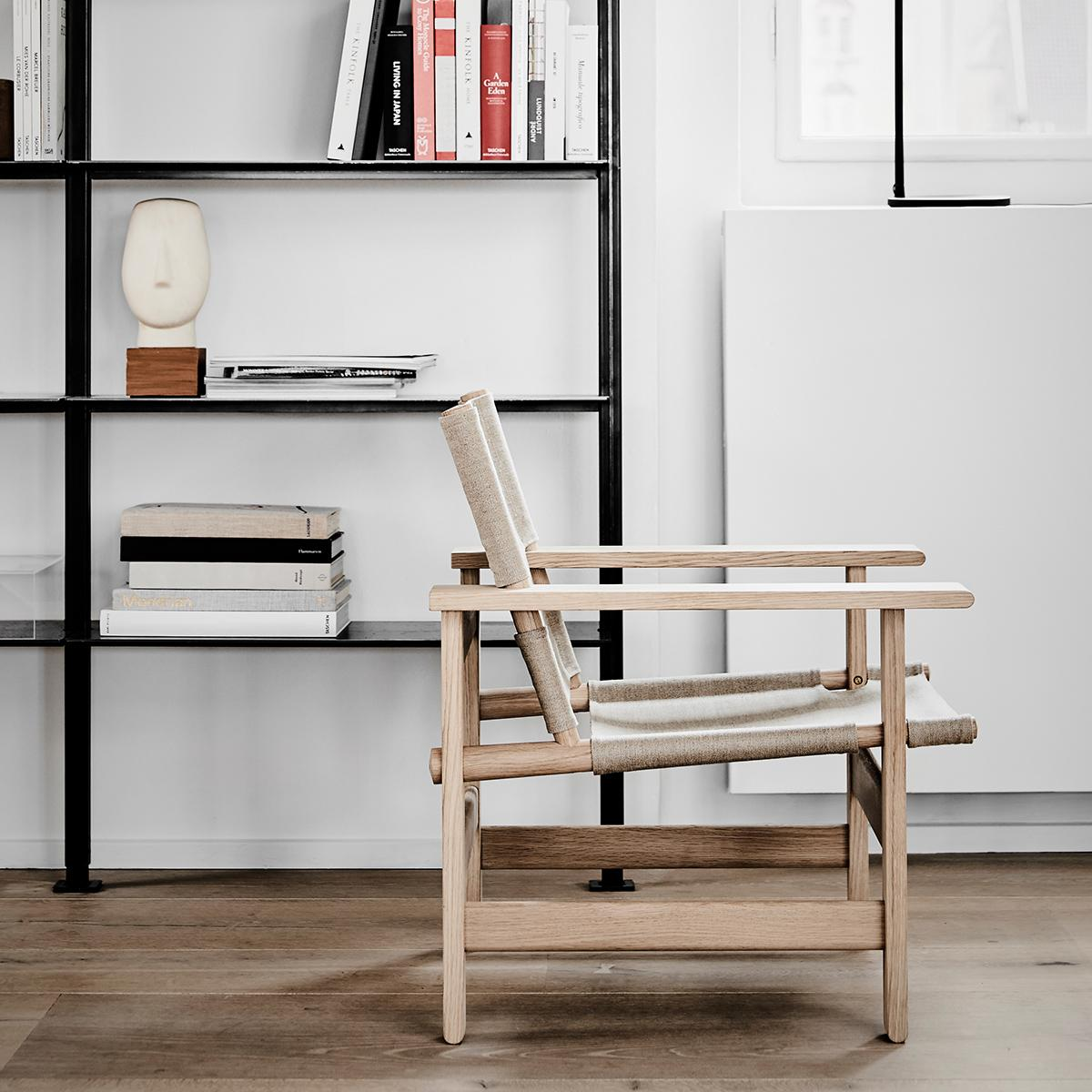 fredericia-the-canvas-chair-natural-canvas-soaped-oak-insitu-4-1200