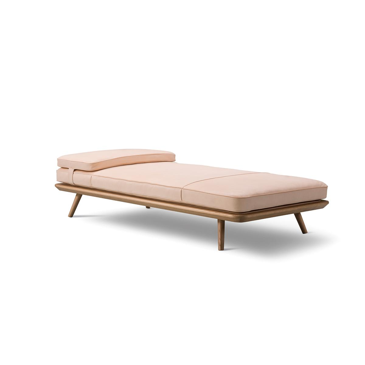Spine-Daybed-Natural-Angle-1200